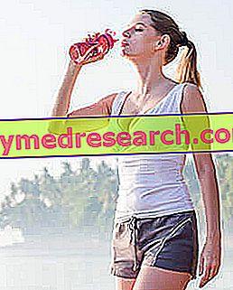 Hidratācija sportā: cik daudz un ko tu dzer?