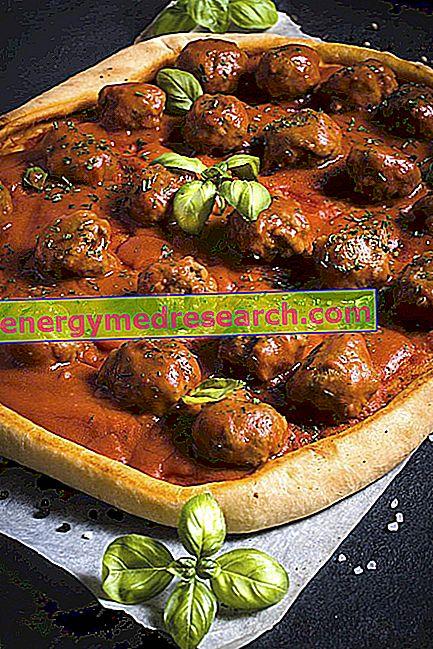 Gehaktballen op de pizza