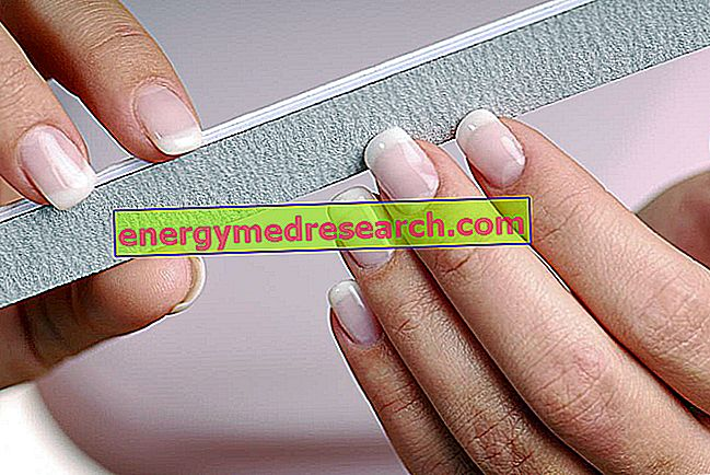 Ръце: как да укрепите крехките нокти