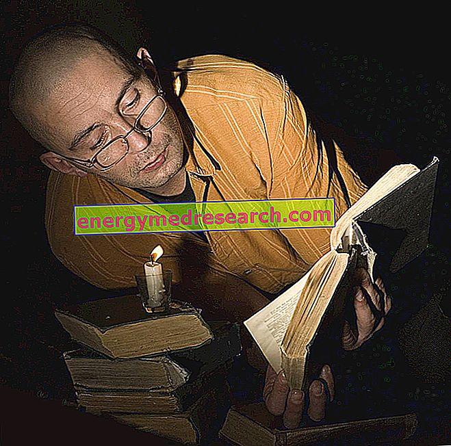 Vai lasīšana sliktā gaismā sāp acis?