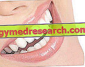 Hydrogenuhličitan sodný na bielenie zubov