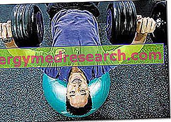 Bir fitness merkezinde spor hazırlığı